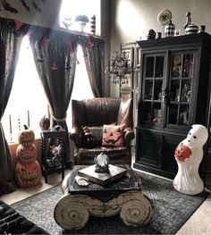 Here is our highly recommended collection of creative Halloween decorations and craft ideas. Get your kids involved in helping make your home spook this Halloween! Spooky Halloween Crafts, Halloween Trees, Halloween Decorations, Goth Home Decor, Unique Home Decor, Gothic Aesthetic, Gothic House, Living Room, Interior