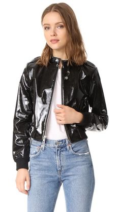 ¡Consigue este tipo de chaqueta de cuero de Alice + Olivia ahora! Haz clic para ver los detalles. Envíos gratis a toda España. Alice + olivia Nixon Patent Leather Jacket: A cropped alice + olivia jacket crafted in glossy patent leather. Snap-latch collar and zip front. Slash front pockets and epaulets at the shoulders. Ribbed-knit cuffs and hem. Lined. Fabric: Patent leather. Shell: 100% lambskin. Lining 1: 96% polyester/4% elastane. Lining 2: 90% acrylic/8% nylon/2% elastane. Leather…