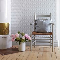 Wallpaper Lilly from collection Falsterbo II - Scandinavian Wallpaper Scandinavian Wallpaper, Scandinavian Interior, Swedish Decor, Swedish Interiors, Home And Living, Living Room, Interior And Exterior, Interior Design, Swedish House