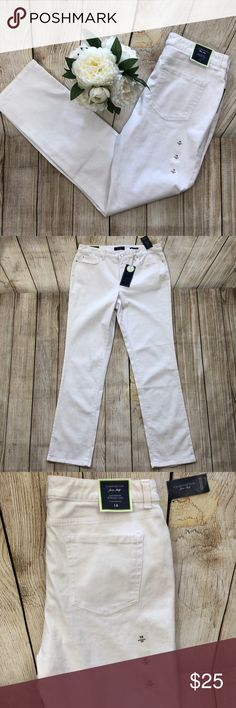 fc5687e88b236 NWT White Jeans Charter Club Sz 14 Tummy Slimming Beautiful pair of White  Charter Club straight