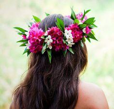 Beach bride's Hawaiian flower crown bridal hair ideas Toni Kami ⊱✿⊰ Flowers in her hair ⊱✿⊰ wedding hairstyle corona halo