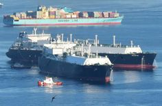 Spotted: Two Golars Hook Up in Gibraltar Bay. Performing ship to ship transfer of LNG