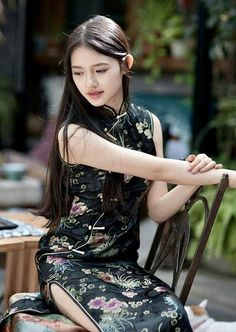 Chinese Gown, Satin Dresses, Gowns, Asian Fashion, Chinese Fashion, Cheongsam Dress, Beautiful Asian Women, Chinese Style, Asian Woman
