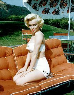 Marilyn Monroe aka Norma Jean LL:) Marilyn Monroe Playboy, Porfirio Rubirosa, Famous Hairstyles, Beautiful Hairstyles, Pin Up, Sophia Loren, Sexy, James Dean, Norma Jeane