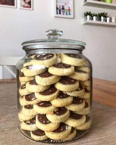 Fındıklı kurabiye Hazelnut Cookies, Kakao, Cake Cookies, Zucchini, Biscotti, Mason Jars, Health Fitness, Sweets, Vegetables