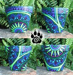 Mandala Painted Terracotta Pot 2 by NaamahFeral on DeviantArt Flower Pot Art, Flower Pot Design, Flower Crafts, Painted Plant Pots, Painted Flower Pots, Painting Terracotta Pots, Decorated Flower Pots, Pottery Painting Designs, Clay Pot Crafts