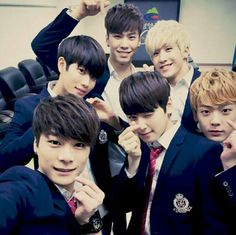 [KAKAOTALK UPDATE][ 아스트로 미츄프로젝트(Meet U Project) ] 2015.11.24.(화) Today we just arrived from ChongYang~!! We're really nervous and trembling to stand in this huge stage~~ thank you for suporting us, i love you❤