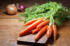 Carrots can save your life and transform your health fast and healthy. Carrots protect against cancer. Carrots are good for the sight. Health Benefits Of Carrots, Carrot Benefits, Zero Calorie Foods, Cooked Carrots, Carrots Healthy, Eating Carrots, Roasted Carrots, Healthy Soup Recipes, Healthy Foods
