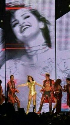 Selena Gomez Tour, Selena Gomez Fotos, Marie Gomez, Behind The Scenes, Hollywood, Singer, Tours, Stage Outfits, Crushes