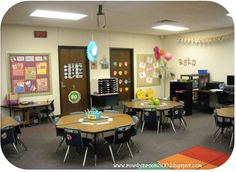 I really would like to have tables instead of desks in my room. Classroom Table, Classroom Decor, Classroom Organization, Classroom Management, School Stuff, Back To School, Teacher Table, Cooperative Learning, Teacher Stuff