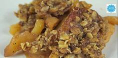 Slow Cooker Apple Crisp    a #stressfree #seasonal #dessert that the whole family will love. You can also make this crisp with pears or other fall fruits.