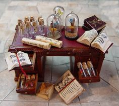 Fairy House - How to Make Amazing Fairy Furniture Fairy Furniture, Dollhouse Furniture, Haunted Dollhouse, Dollhouse Miniatures, Vitrine Miniature, Mini Craft, Mini Things, Small Things, Harry Potter Diy