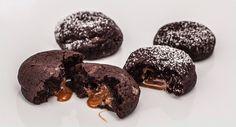 Schoko-Cookie mit flüssigem Karamellkern, ein echter Traum | www.backenmachtgluecklich.de