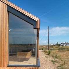Pobble House takes its name from an old Kentish word for pebble and is located within the Dungeness Estate, a stark and open headland on the Kent & Sussex co. Glass Structure, Study Architecture, Outside Living, Living Spaces, Sweet Home, Windows, Small Homes, Cabins, Modern