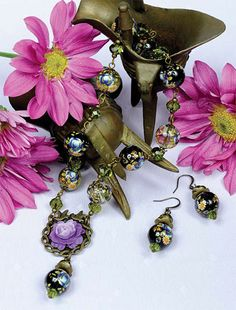 Vintage Wild Flower Rose Necklace online tutorial - Designed by Fiona Munro Beads Online