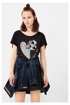 T-shirt com coração em patchwork Desigual. Descobre a coleção outono/inverno 2016!