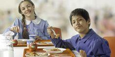 Via le stoviglie di plastica dalle mense scolastiche milanesi. I piatti saranno…