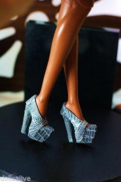 Dollsalive fashion royalty, fr2,grey lizard print leather high heel shoes
