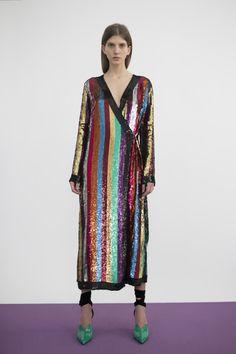40435f39dad0 9 Best COLOUR images   Couture, Fashion Design, Fashion show
