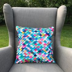 mermaid bedroom Hand cut and individually sewn felt mermaid scale pillow. In tones of pinks, purples blues and coral this unique pillow will finish off any mermaid themed room. Mermaid Home Decor, Mermaid Bedroom, Mermaid Pillow, Mermaid Nursery, Sewing Pillows, Diy Pillows, Throw Pillows, Tapetes Diy, Mermaid Scales