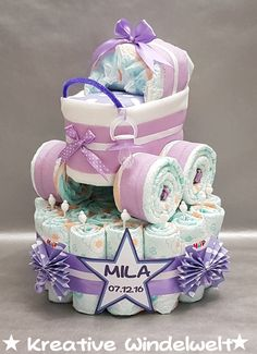 Diaper cake + diaper stroller + pacifier lilac- Windeltorte+Windelkinderwagen+Schnuller flieder Are you looking for a nice gift for: … - Baby Shower Diapers, Baby Shower Gifts, Diaper Stroller, Lila Baby, Diy Gifts, Best Gifts, Fiesta Baby Shower, Baby Shower Invitaciones, Nappy Cakes