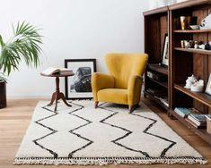 """Dieser marokkanische """"Naima"""" Teppich versprüht eine edle und rustikale Atmosphäre. Der Naima ist ein echter Vorzeige-Benni Ourain Teppich.  Kaufen Sie jetzt http://www.sukhi.de/rechteckig-naima-beni-ourain-teppiche.html"""