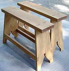 Colonial Wiliamsburg sawhorses, I'd like to make these for my shop, and for sitting