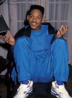 "Actor Will Smith breaks from filming ""The Fresh Prince of Bel-Air"" on October 1990 at Columbia/Sunset Gower Studios in Hollywood, California. Get premium, high resolution news photos at Getty Images Fresh Prince, Prince Of Bel Air, Willian Smith, The Smiths, Estilo Hip Hop, New Jack Swing, Hollywood California, Blue Aesthetic, The Fresh"