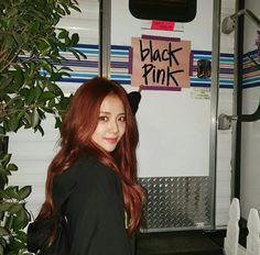 Jennie y Jisoo de BLACKPINK agradecen a los fans su apoyo en Coachella Blackpink Jisoo, Kim Jennie, Coachella, Blackpink Photos, K Pop, Hair Inspo, Korean Girl Groups, Foto E Video, Kpop Girls