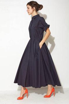 with orange heels? Navy Maxi Shirtdress by Ter et Bantine Fashion Mode, Modest Fashion, Fashion Dresses, Womens Fashion, Fashion Tips, Style Fashion, Dress Skirt, Dress Up, Navy Shirt Dress