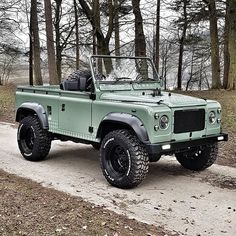 Earlier this 12 months my mates of constructed this stunning Defender. Offroad, Carros Suv, Land Rover Defender, Land Rover Overland, Defender 110, Ford Bronco, Classic Trucks, Classic Cars, Toyota Land Cruiser