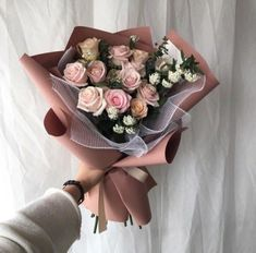 Find images and videos about pink, flowers and roses on We Heart It - the app to get lost in what you love. Flower Box Gift, Flower Boxes, Happy Birthday Drinks, Eid Crafts, Luxury Flowers, Spray Roses, Flower Aesthetic, Flower Delivery, Floral Arrangements