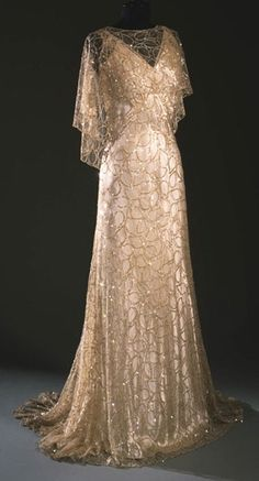 Philadelphia Museum of Art - Woman's Evening Dress: Capelet, Belt and Slip Artist/maker unknown, French c. 1933 Medium: Ivory lace tulle with sequin embroidery, silk satin Evening Dress: Capelet, Belt and Slip Moda Vintage, Vintage Mode, Vintage Art, Vintage Beauty, Vintage Style, Vintage Gowns, Vintage Outfits, Vintage Evening Gowns, Dress Vintage
