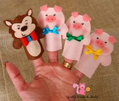Big bad wolf and 3 little pigs Felt Puppets, Puppets For Kids, Felt Finger Puppets, Hand Puppets, Felt Diy, Felt Crafts, Art For Kids, Crafts For Kids, Finger Puppet Patterns