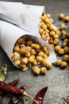If you're a fan of chickpeas then you'll instantly be hooked on this healthy snack with a spicy kick. These Sri Lankan Devilled Chickpeas aka Kadala Thel Dala are quick and easy to make and are incredibly addictive - be warned! Chickpea Recipes, Vegetarian Recipes, Cooking Recipes, Healthy Recipes, Easy Recipes, Snack Recipes, Yummy Snacks, Healthy Snacks, Yummy Food