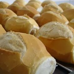 Pão Francês - french bread rolls from Brazil. such a staple, everyone has them for breakfast down there I Love Food, Good Food, Yummy Food, Breakfast Recipes, Snack Recipes, Cooking Recipes, Cooking Ideas, Brazillian Food, Fresh Bread