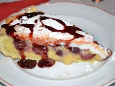 Tarta de visine cu crema si bezea Sweet Desserts, French Toast, Pancakes, Vegetarian, Breakfast, Food, Tart, Cream, Morning Coffee