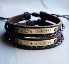 Bracelets de couple personnalisés ensemble de bracelet de | Etsy Bracelets Assortis Pour Couple, Couple Bracelets Leather, Bracelet Couple, Custom Leather Bracelets, Matching Couple Bracelets, Bracelets For Boyfriend, Couple Jewelry, Boyfriend Gifts, Boyfriend Girlfriend
