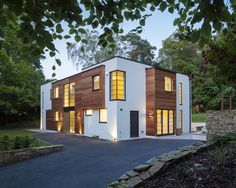 Contemporary New Dwelling in Surrey. Southern Windows Glazing. Project by BWP Architects.