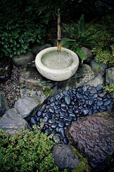 "Gartengestaltung Ideen für Ihren Garten und Stil Bamboo Fountain and ""Watery"" Rocks at the Portland Japanese GardenBamboo Fountain and ""Watery"" Rocks at the Portland Japanese Garden Small Japanese Garden, Portland Japanese Garden, Japanese Garden Design, Japanese Water Feature, Japanese Gardens, Zen Gardens, Japanese Bamboo, Wood Gardens, Water Gardens"