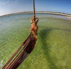 Jericoacoara é um dos lugares mais legais para o verão. Ou para qualquer outra data. A verdade é que o município Jijoca de Jericoacoara no estado do Ceará é repleto de paisagens incríveis. . O lugar é cercado por dunas que são ótimos mirantes naturais que também são usados para a prática de sandboard. O vento torna o local perfeito para o windsurfe pois venta bastante. À noite um forró local anima os turistas. Jeri é demais! . Quer visitar tudo isso? Pela plataforma da @somosvivala você…