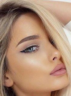 Maquillage Pour Blonde, Yeux Bleus