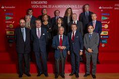 El día 26 tuvo lugar el II Encuentro Visión Global de la Alimentación, que se ha celebrado en la sede de Banco Santander España, en Madrid. El encuentro ha sido organizado por la Asociación de Amigos de la Real Academia de Gastronomía. http://www.elconfidencial.com/alma-corazon-vida/2014-11-27/quien-come-antes-de-las-3-puede-perder-4-kilos-mas-que-el-que-come-mas-tarde_506514/