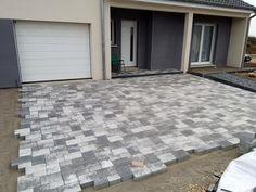 Discover recipes, home ideas, style inspiration and other ideas to try. Stone Patio Designs, Paver Designs, Driveway Design, Driveway Landscaping, Exterior Wall Design, Brick Paver Patio, Tropical Backyard, Kitchen Brick, Garage
