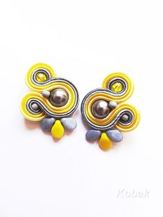 Items similar to Yellow Blue Grey Studs Soutache Earrings Small Post Earrings Yellow Earrings Handmade Jewelry Yellow Earrings Hamd Embroidered Earrings on Etsy I Love Jewelry, Boho Jewelry, Fashion Jewelry, Soutache Necklace, Diy Necklace, Handmade Necklaces, Handmade Jewelry, Yellow Earrings, Imitation Jewelry