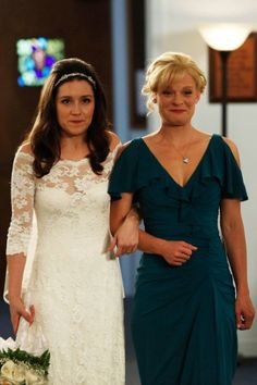 """Virginia (Martha Plimpton, R) walks Sabrina (Shannon Woodward, L) down the aisle in the """"Modern Wedding"""" episode of RAISING HOPE. Shannon Woodward, Martha Plimpton, My Name Is Earl, Famous Wedding Dresses, Raising Hope, Never Fall In Love, Himym, Best Tv Shows, Actor Model"""