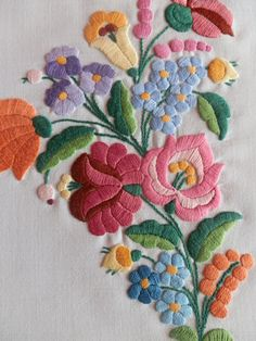 brazilian embroidery new designs Chain Stitch Embroidery, Crewel Embroidery Kits, Hand Embroidery Patterns, Machine Embroidery, Embroidery Thread, Mexican Embroidery, Hungarian Embroidery, Brazilian Embroidery, Embroidery Neck Designs