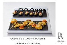 Creps de salmón y queso y canapés de la casa #boda #catering #jaca #andalucía #gourmet
