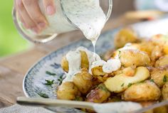 Hasselback Fingerling Potatoes | Recipes | The Pretty Blog