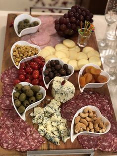 Plateau Charcuterie, Charcuterie And Cheese Board, Charcuterie Platter, Aperitivos Finger Food, Party Food Platters, Brunch, Appetisers, Antipasto, Finger Foods